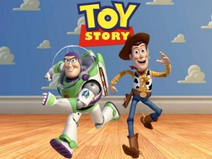 pai e filha cantam tema do Toy Story
