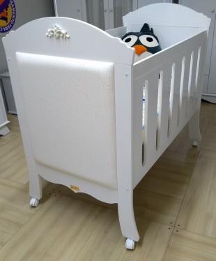 Berço da Multimóveis Baby com selo do Inmetro
